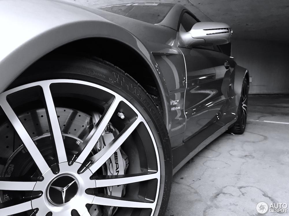 Parkeergarage in Basel verhult de ultieme Mercedes!