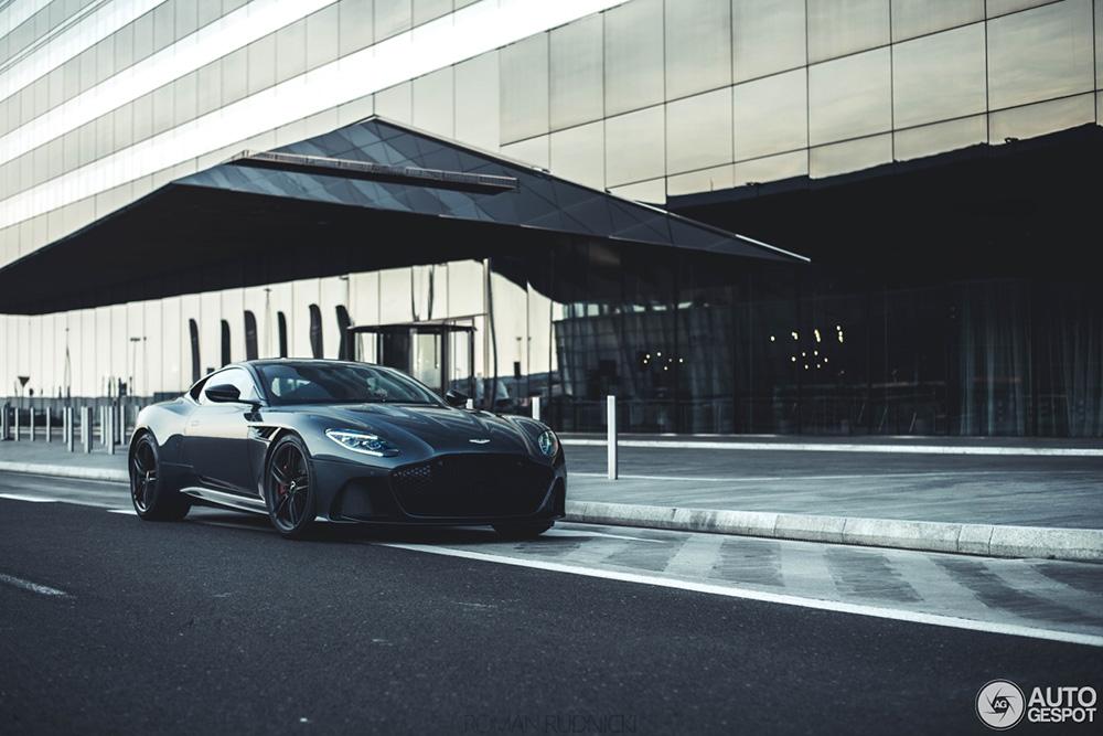 Hallo schoonheid! Aston Martin DBS Superleggera is heet
