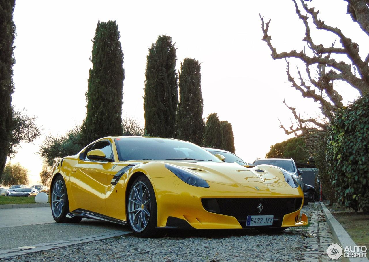 Drie verschillende Ferrari's F12tdf om de dag goed mee te beginnen