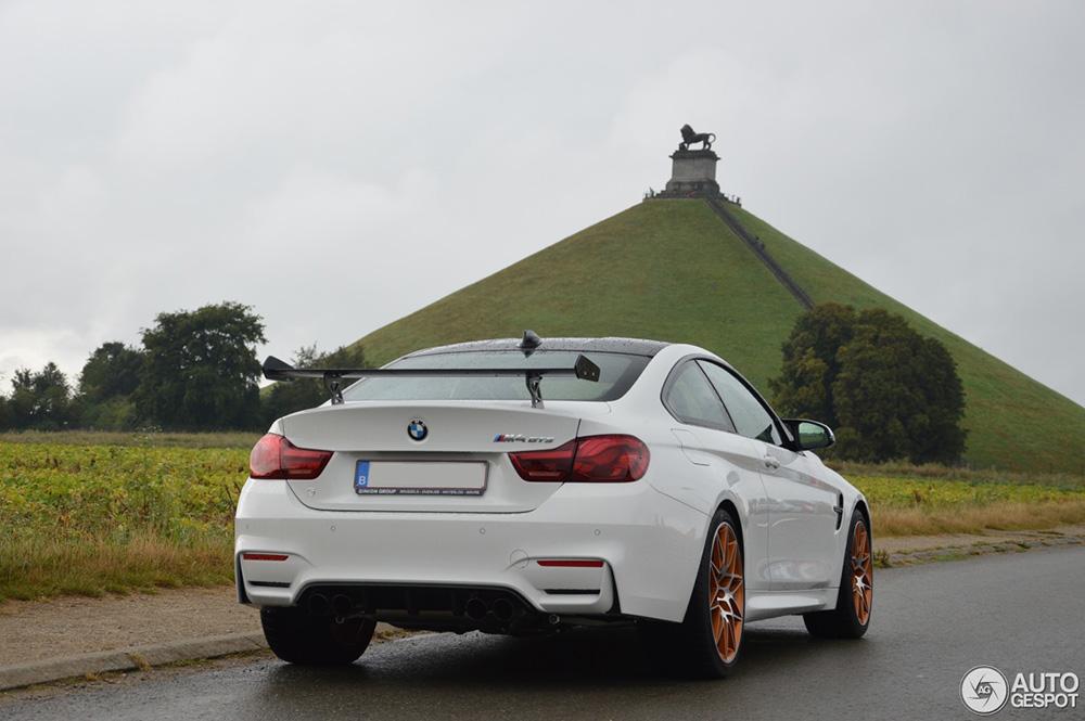 BMW M4 GTS staat met pech langs de weg