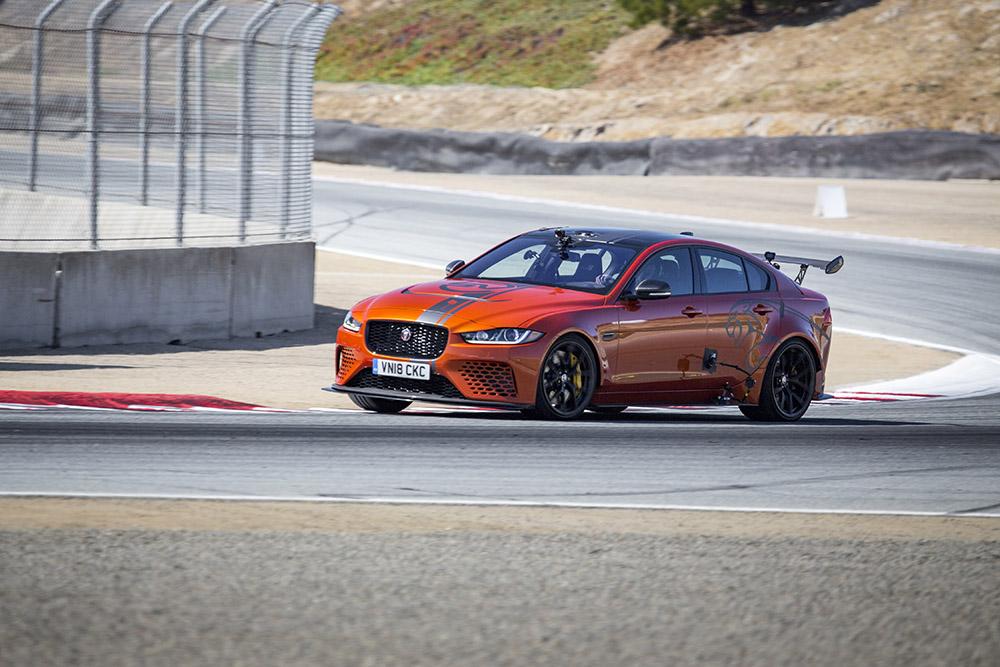Jaguar XE SV Project 8 pakt ook ronderecord op Laguna Seca