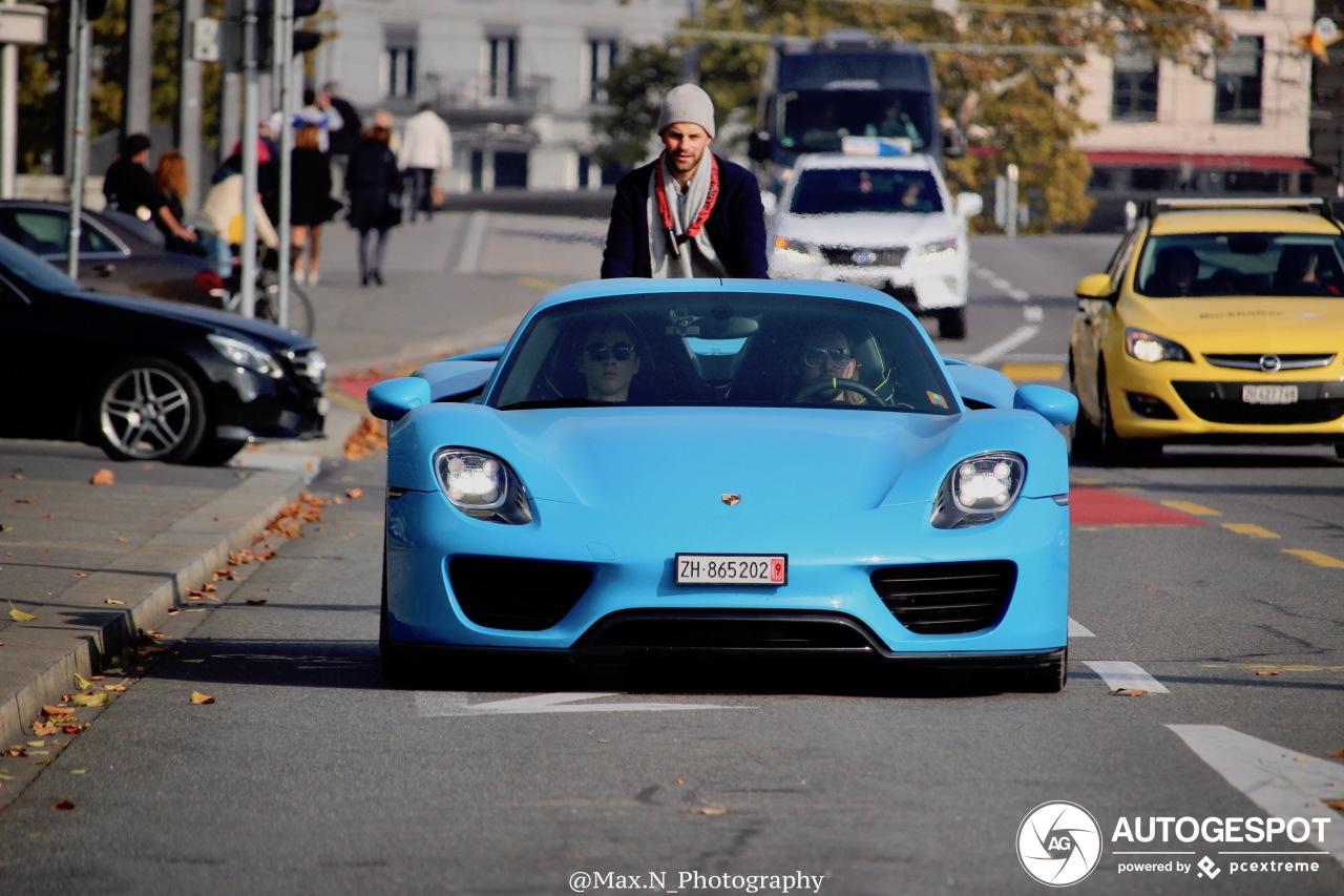 Unieke Porsche 918 doet de straten van Zürich aan