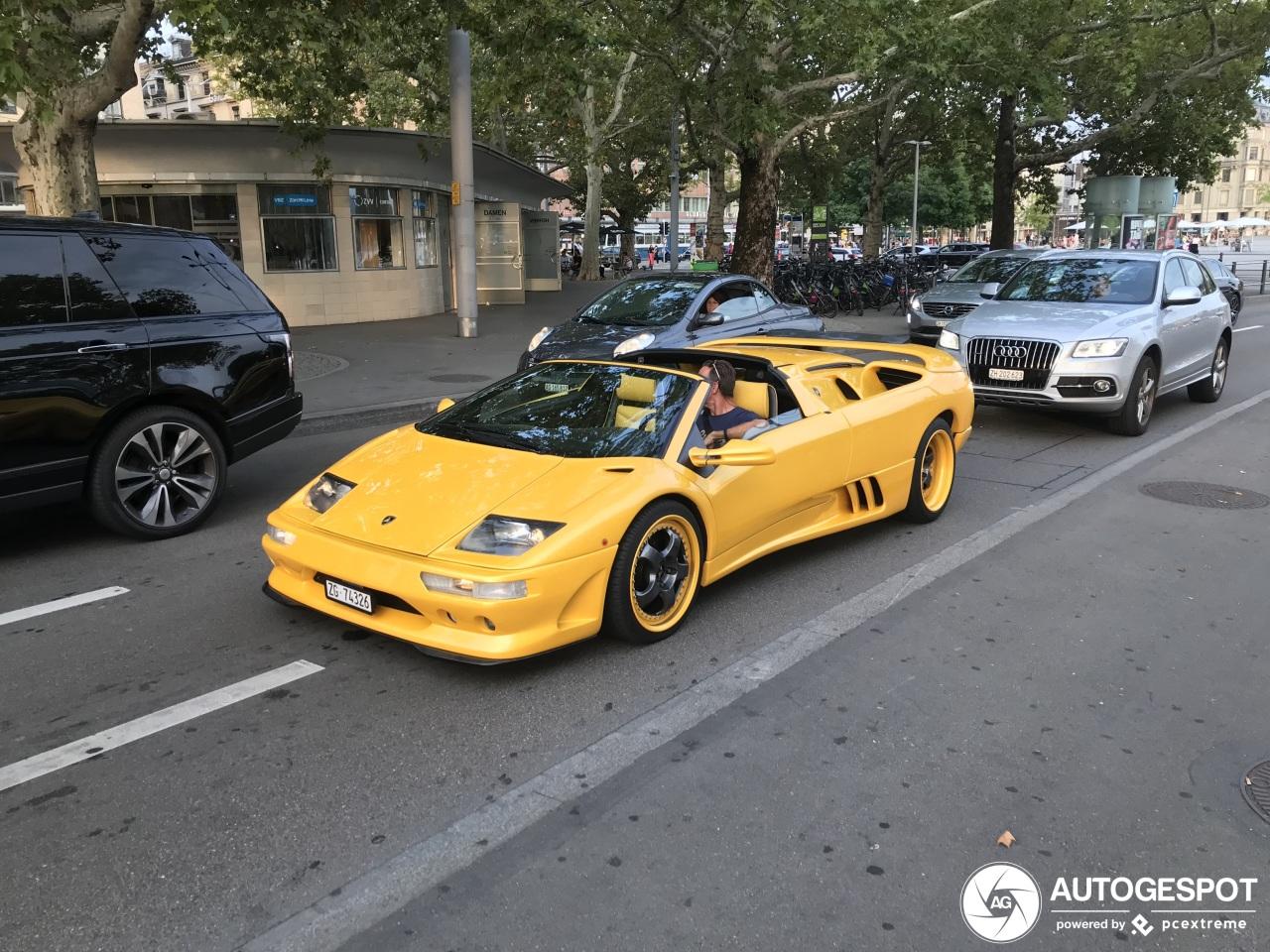 Gele Lamborghini Diablo VT Roadster trekt de aandacht