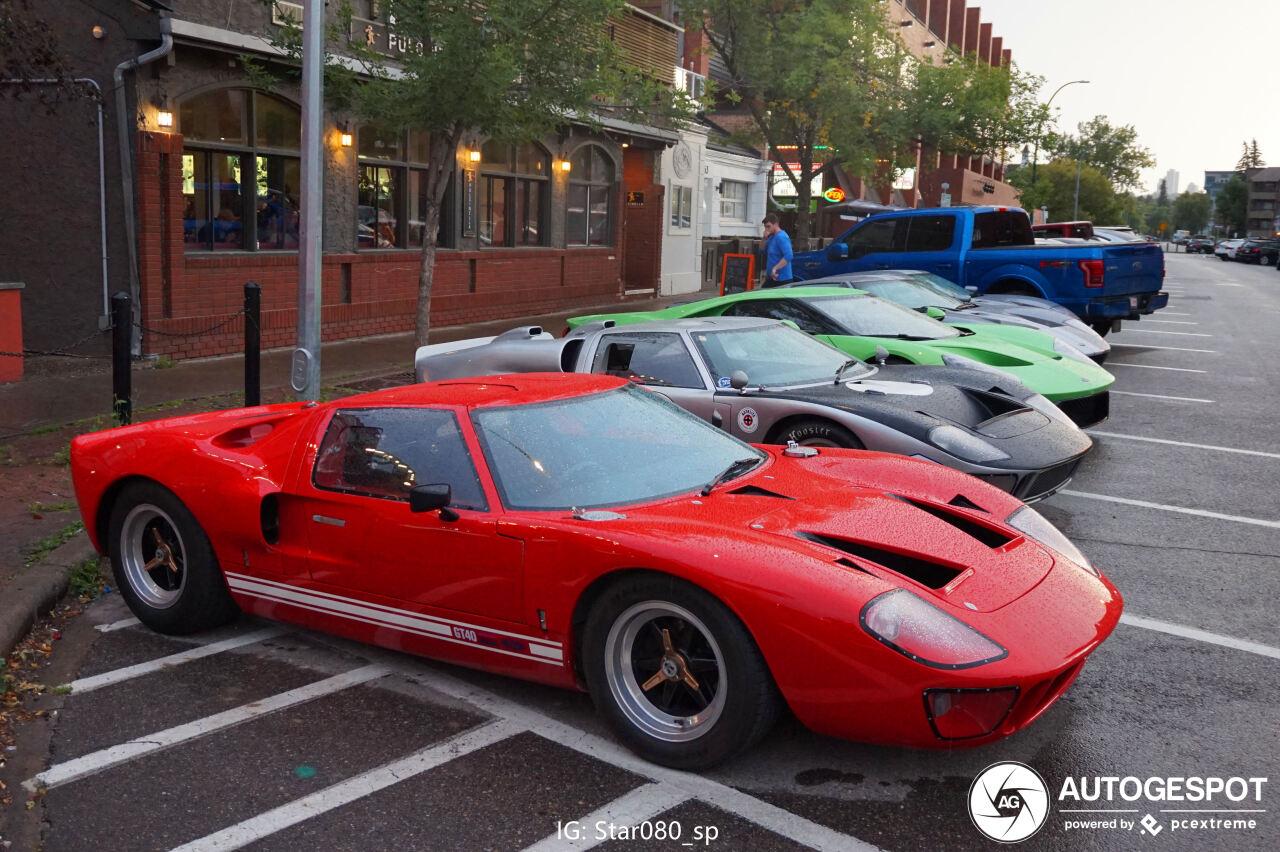 Rijtje Ford GT's is een unieke spot