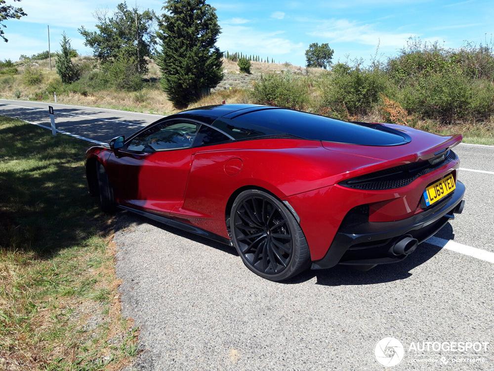 McLaren GT wordt aan de tand gevoeld in Italië