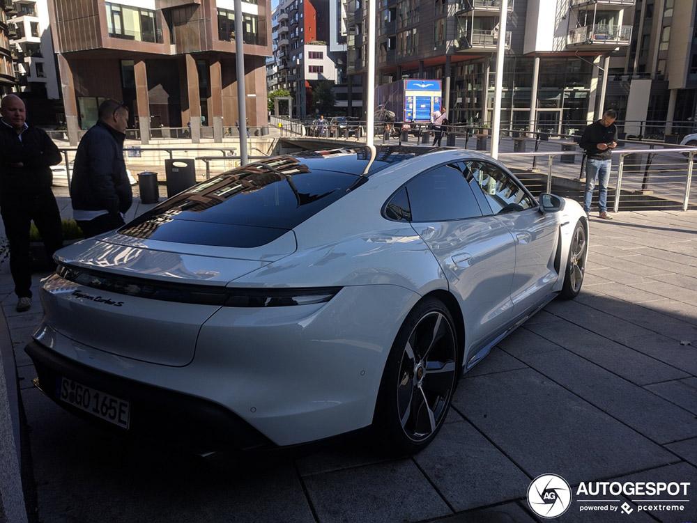 Porsche Taycan morgen al te spotten in Nederland!