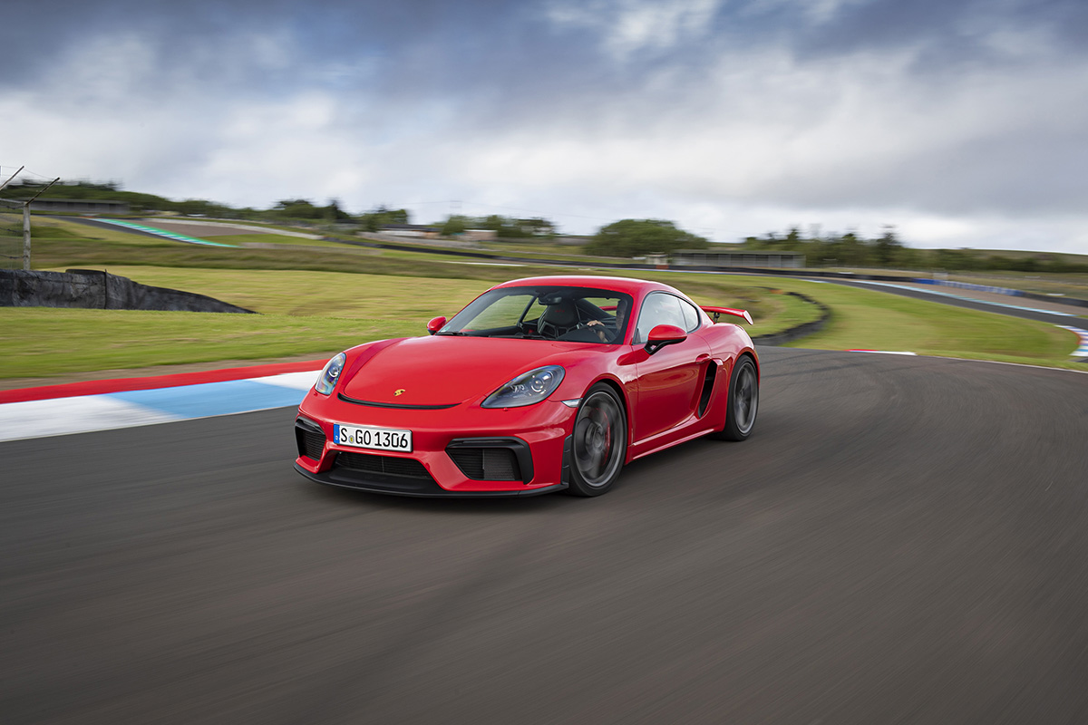 Porsche finally brings us PDK for flagships 718