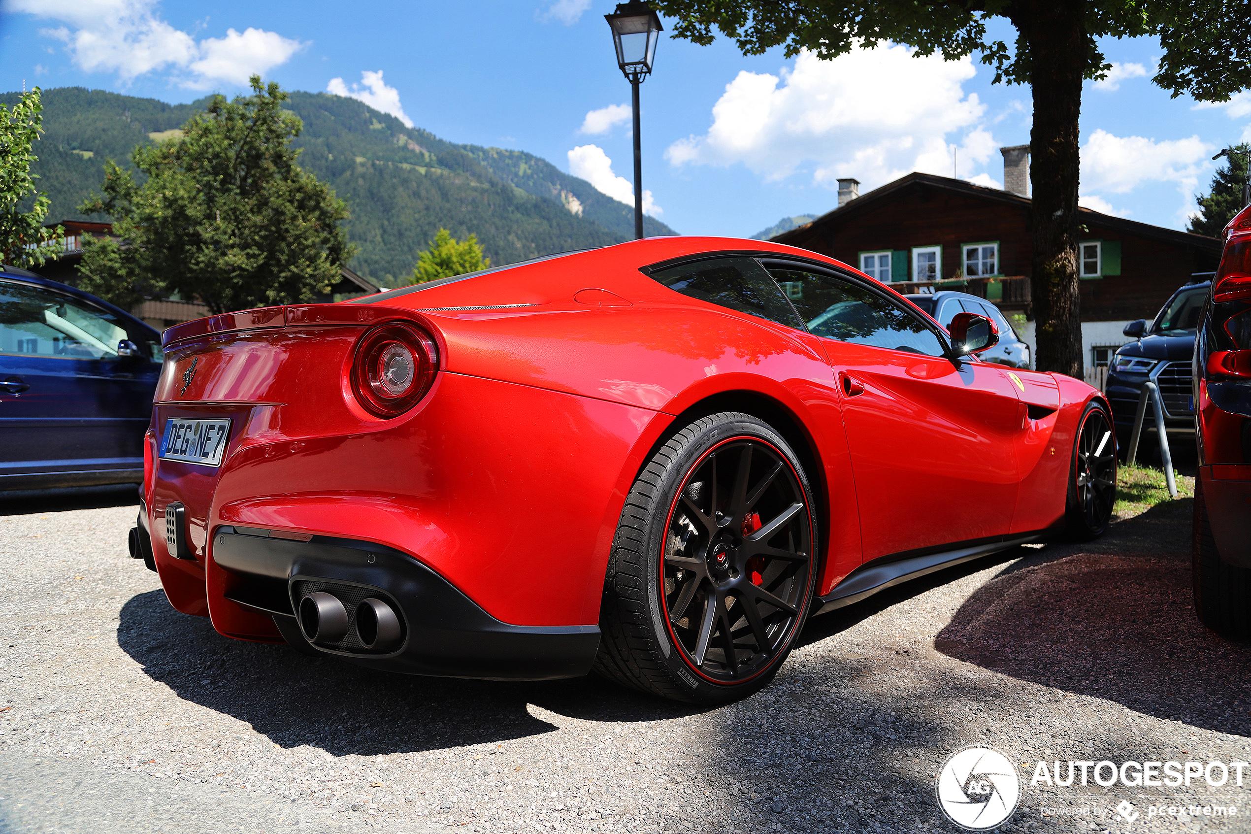 Beeldschone Ferrari F12berlinetta schittert in Kitzbühel