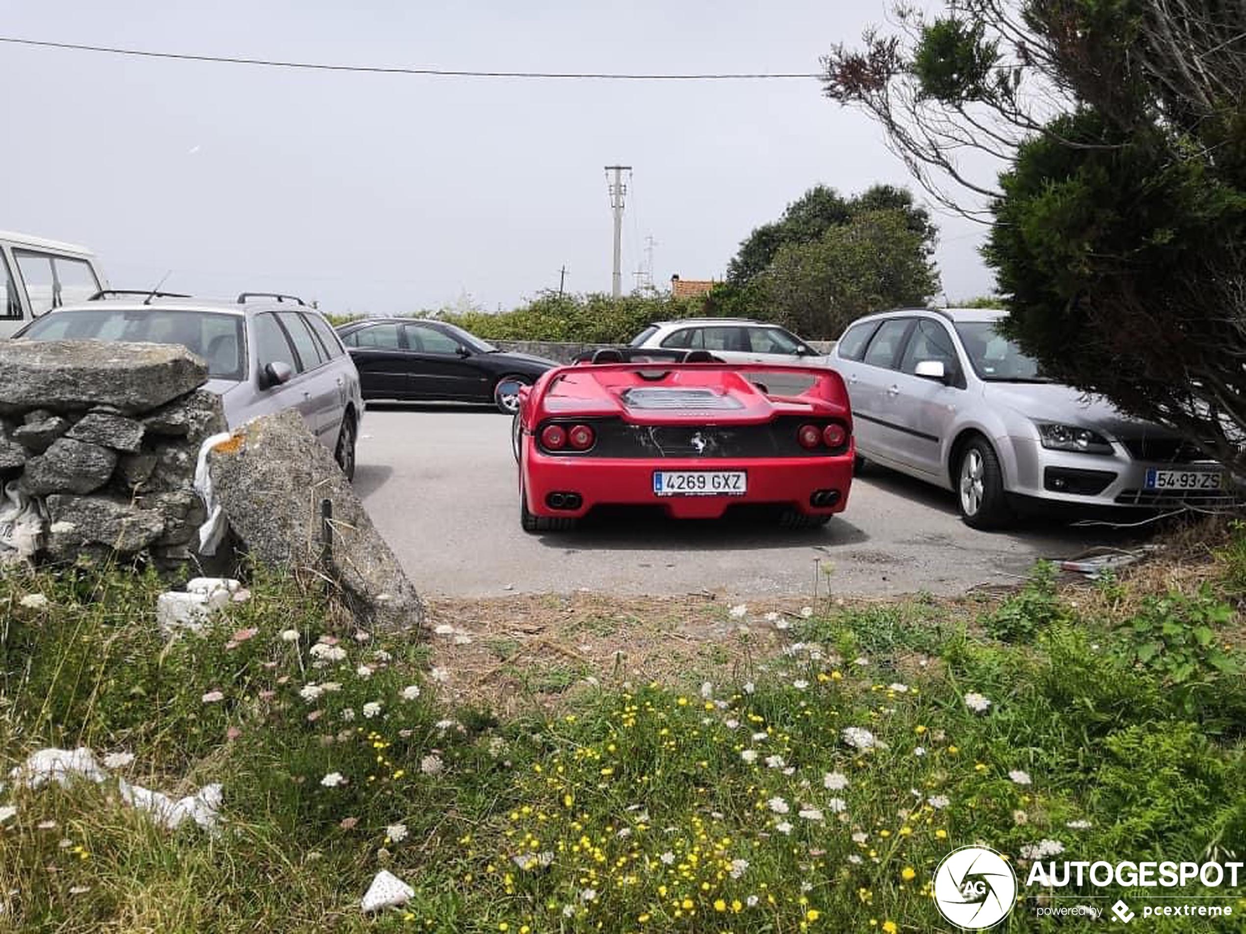 Ferrari F50 verschijnt plots in Viana do Castelo
