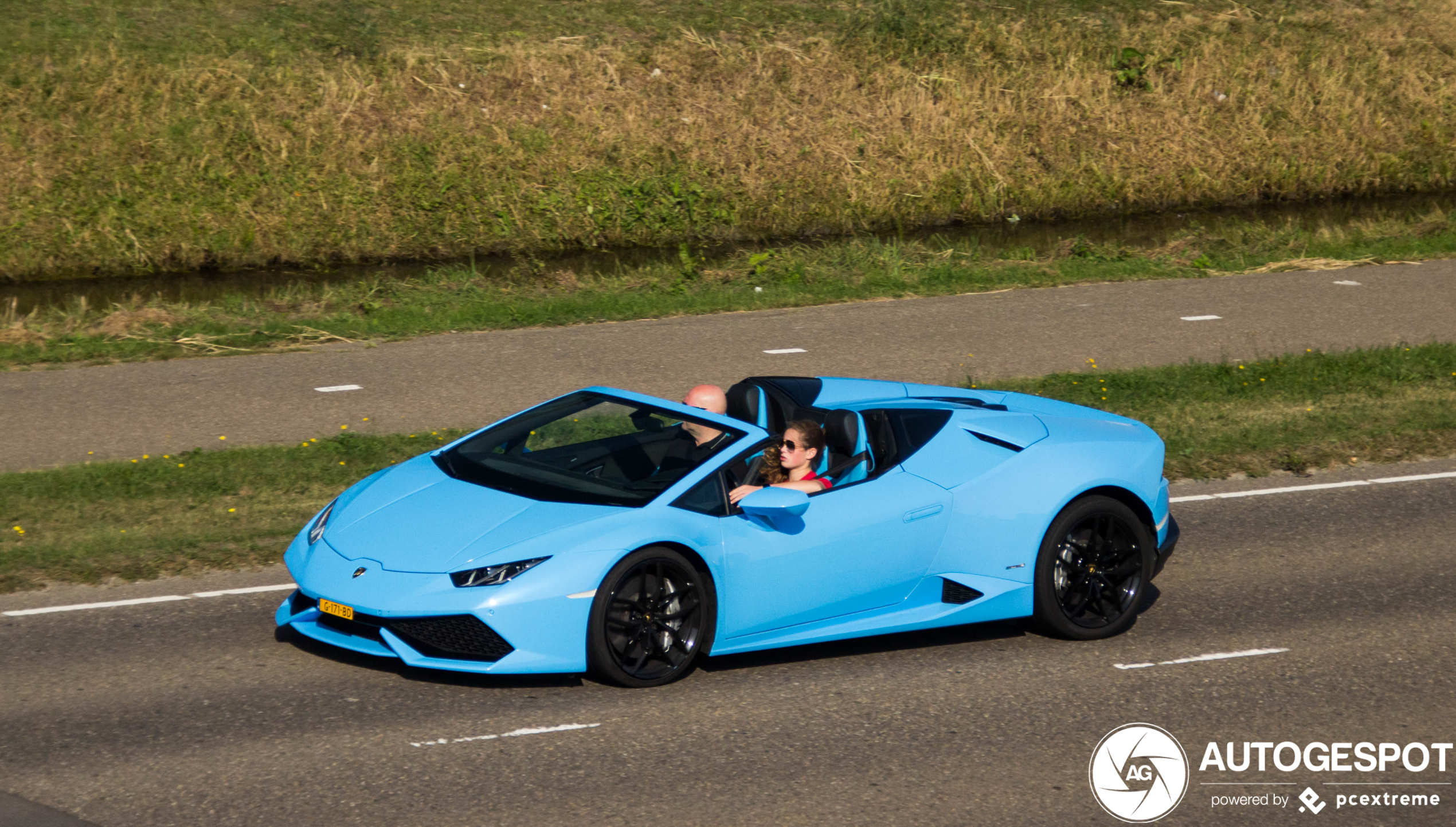 Babyblauwe Lamborghini Huracán Spyder is je ideale weekendspeeltje