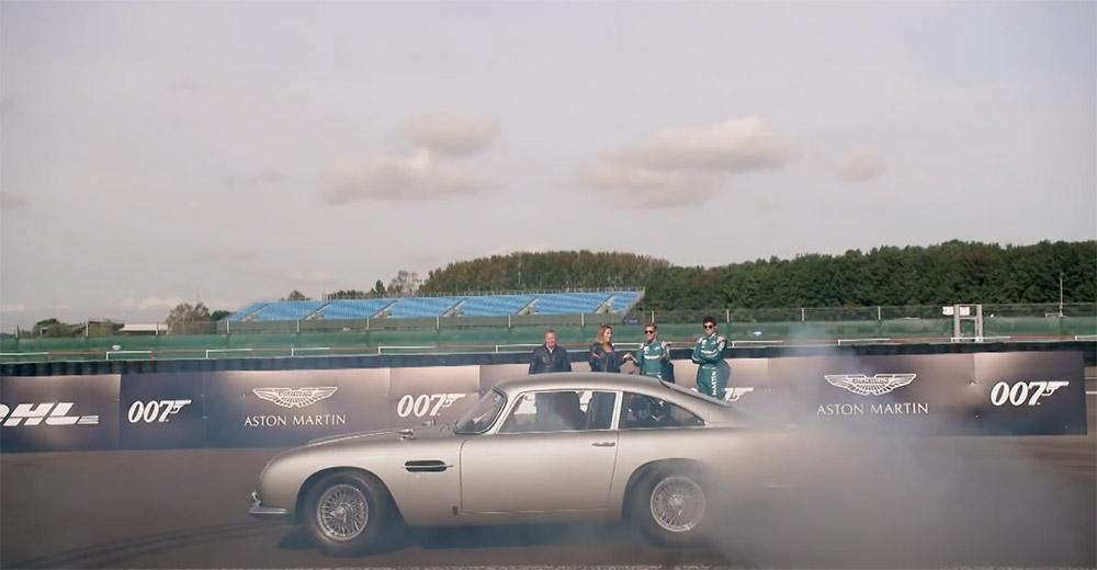 Filmpje: Sebastian Vettel en Lance Stroll mogen 007's Aston Martin DB5 misbruiken