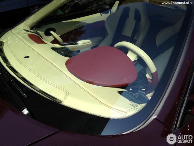 De kleur Vinaccia maakt de Ferrari F430 klassiek