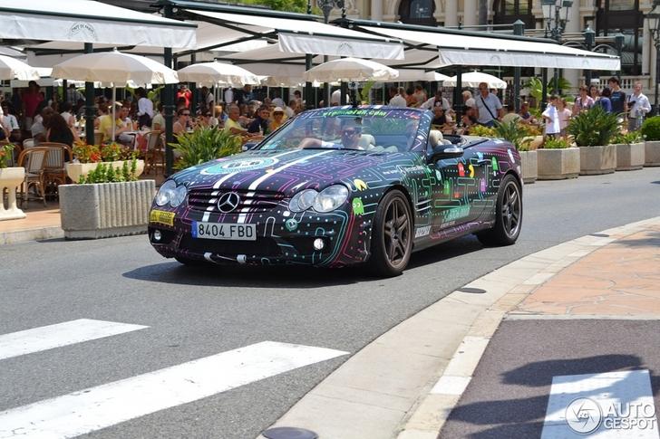 Hap, hap, hap! Mercedes-Benz SL 65 AMG met Pacman-wrap gespot