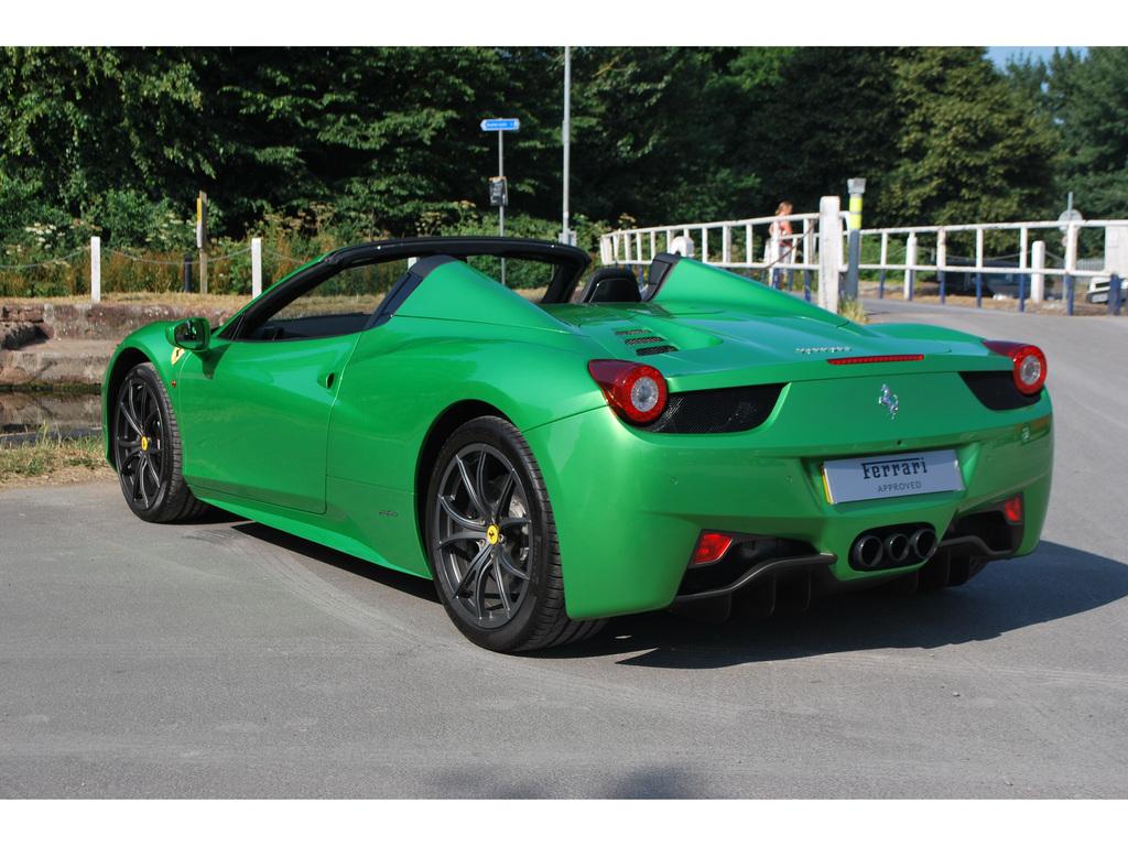 Groene Ferrari 458 Spider Zoekt Nieuwe Eigenaar