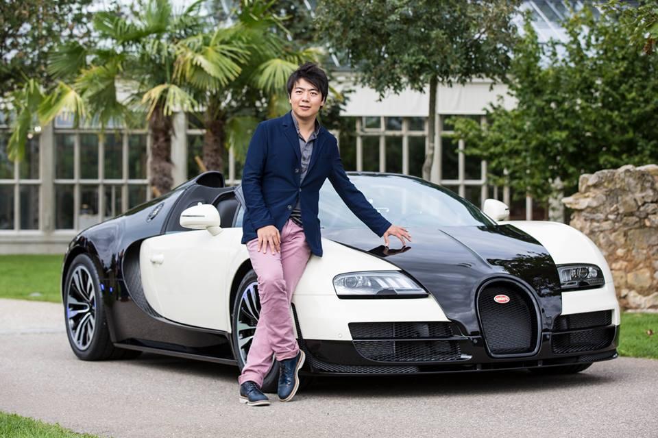 Concertpianist Lang Lang reden voor een nieuwe Bugatti