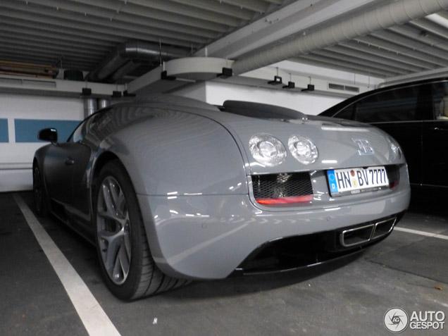Grey Bugatti Veyron Is A Cool Car