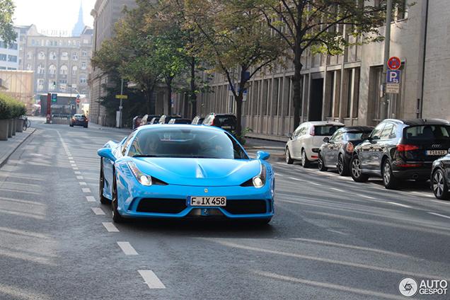 Speciaal: smurfblauwe Ferrari 458 Speciale