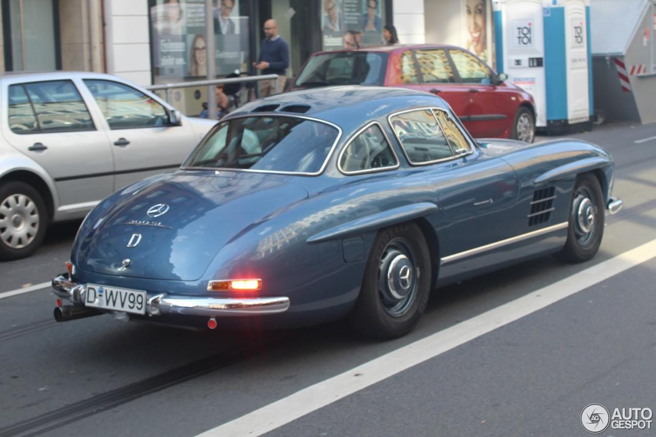 Strakblauwe Mercedes-Benz 300SL voor het eerst gespot