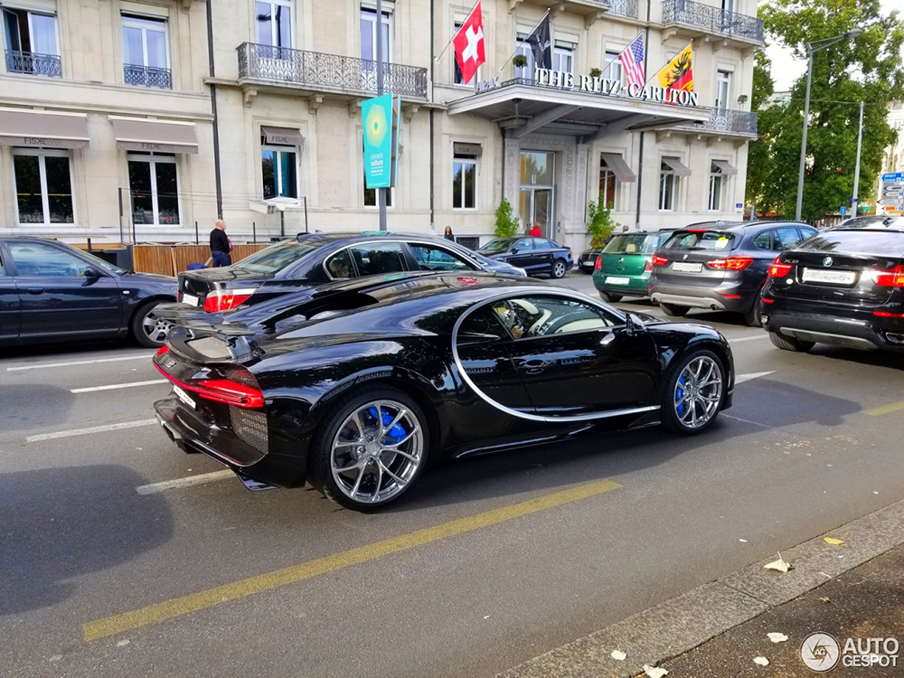 Bugatti Chiron paradeert door Genève