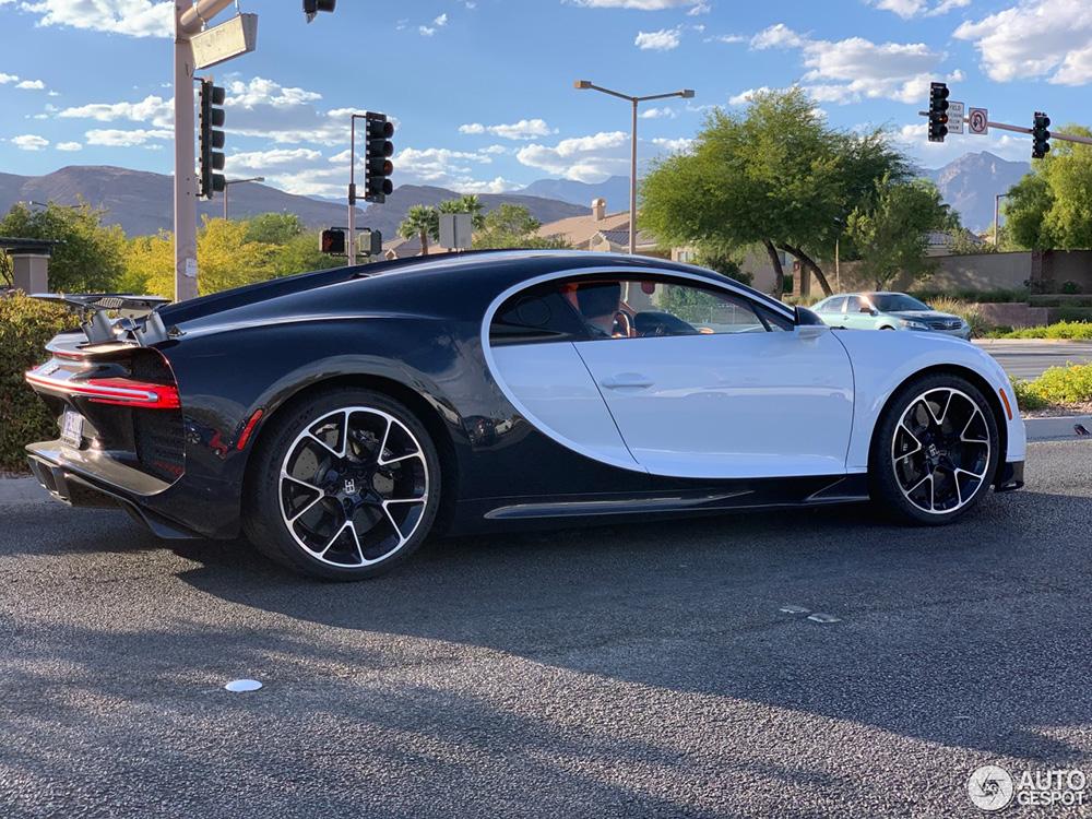 Bugatti Chiron mist wat aan de achterkant