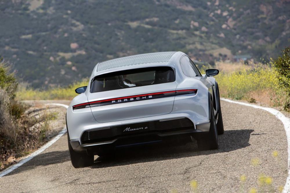 Porsche-studiemodel Mission E Cross Turismo in productie