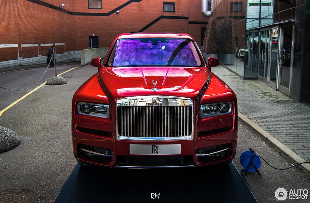Rolls-Royce Cullinan vast gelegd vanuit alle hoeken