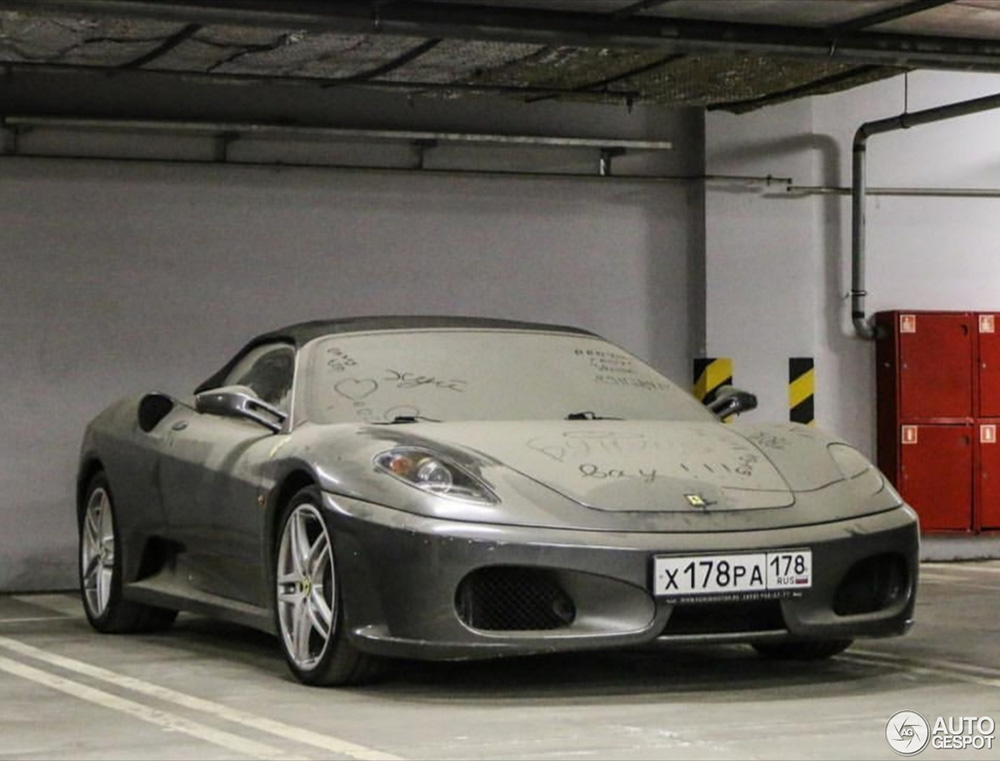 Geparkeerd en vergeten: Ferrari F430 Spider