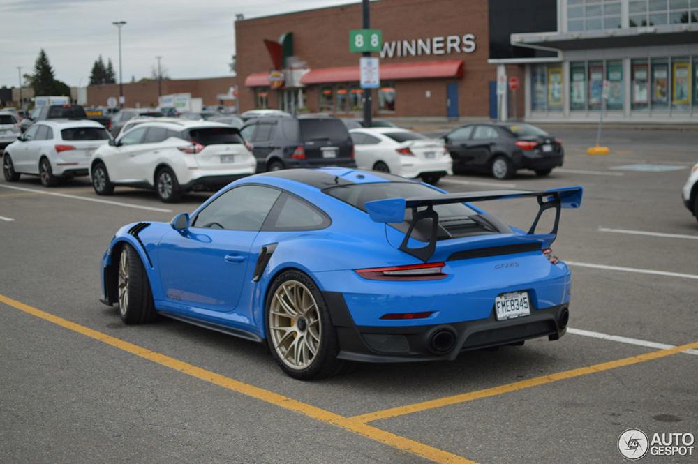 Boodschappen doen met de Porsche GT2 RS, het kan