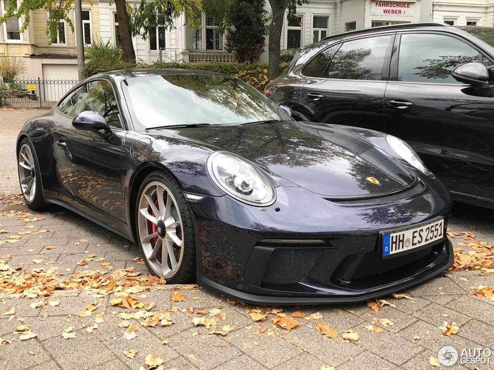 Porsche speelt Russisch roulette met voorbumper