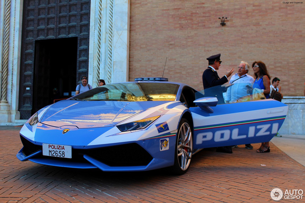 Italiaanse politie pronkt met Lamborghini Huracán LP610-4