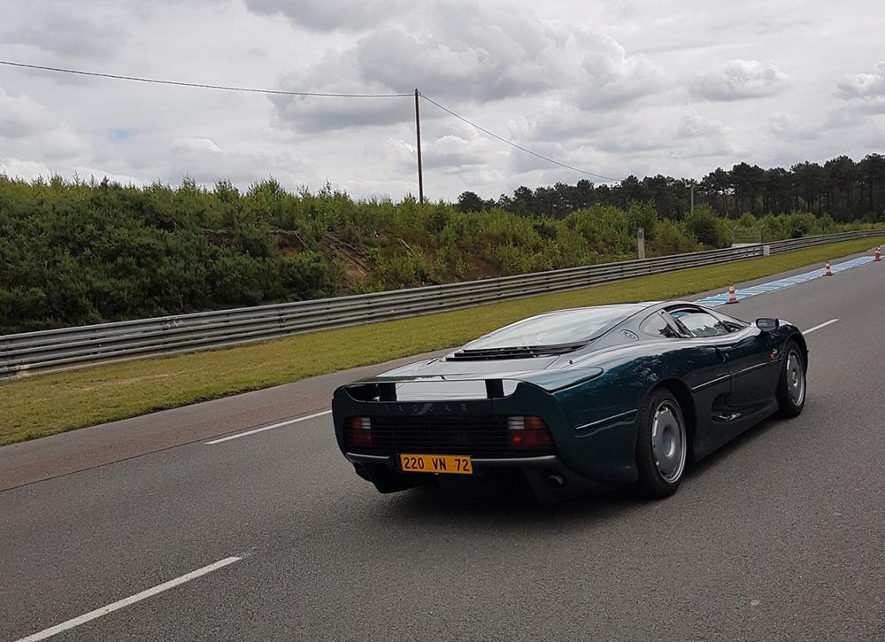 Jaguar XJ220 brengt Le Mans bezoek