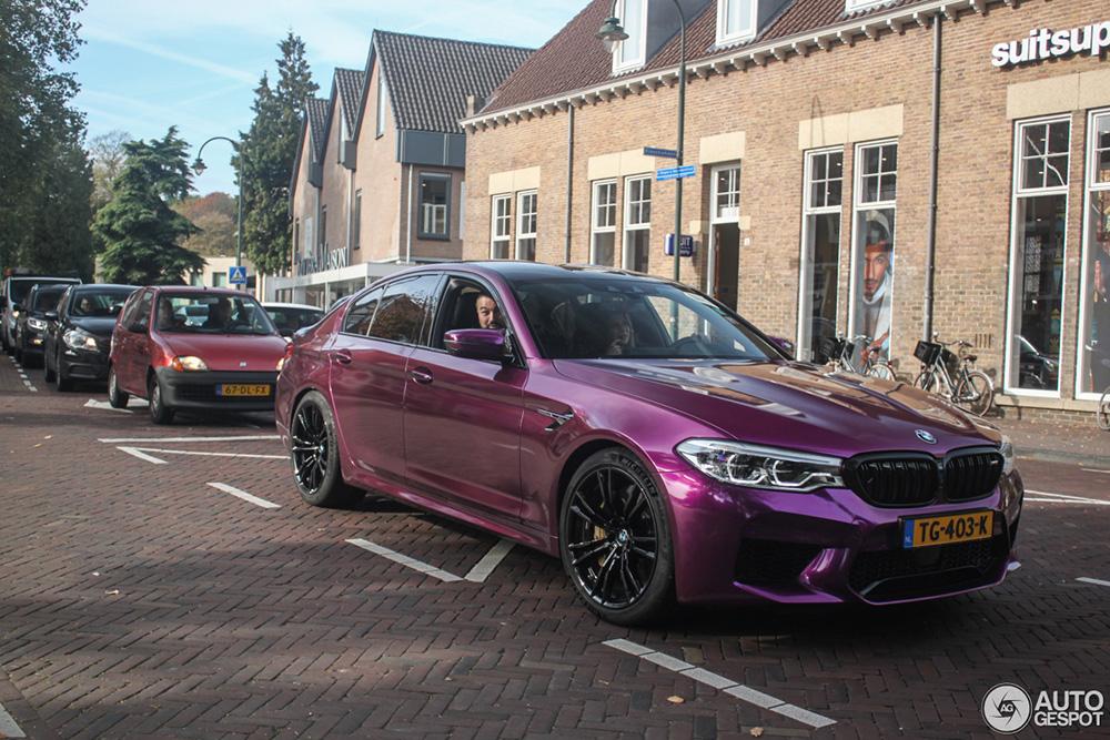 BMW M5 heeft heerlijk wrapje