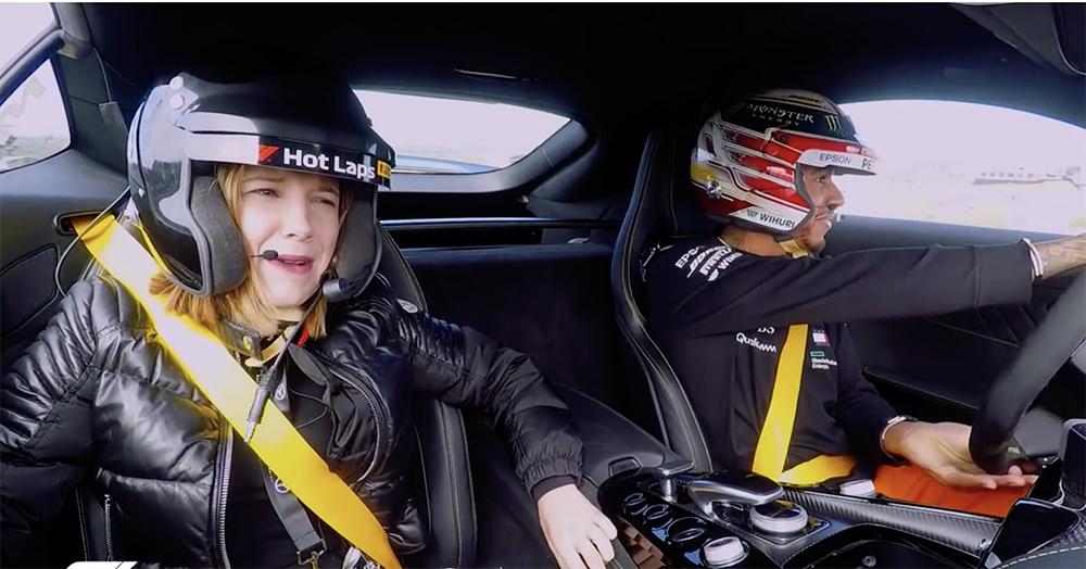Filmpje: Lewis Hamilton neemt Millie Bobby Brown mee op het circuit