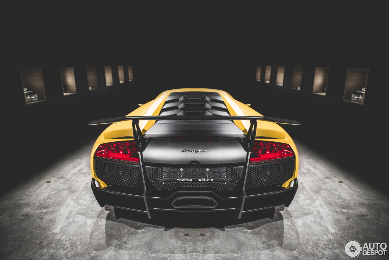 Wegdromen op deze zondag bij deze Lamborghini