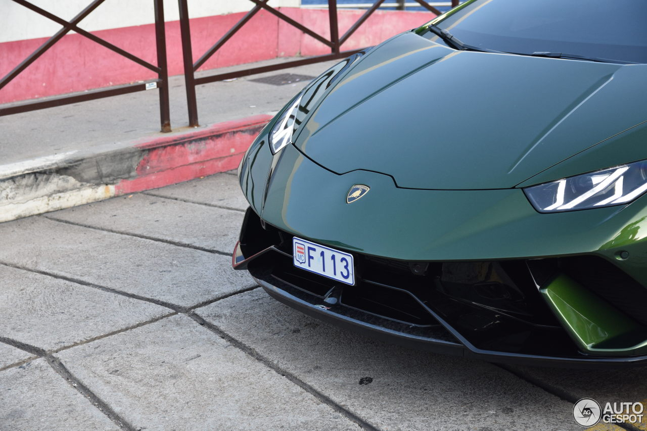Dark green Huracán Performante looking sophisticated
