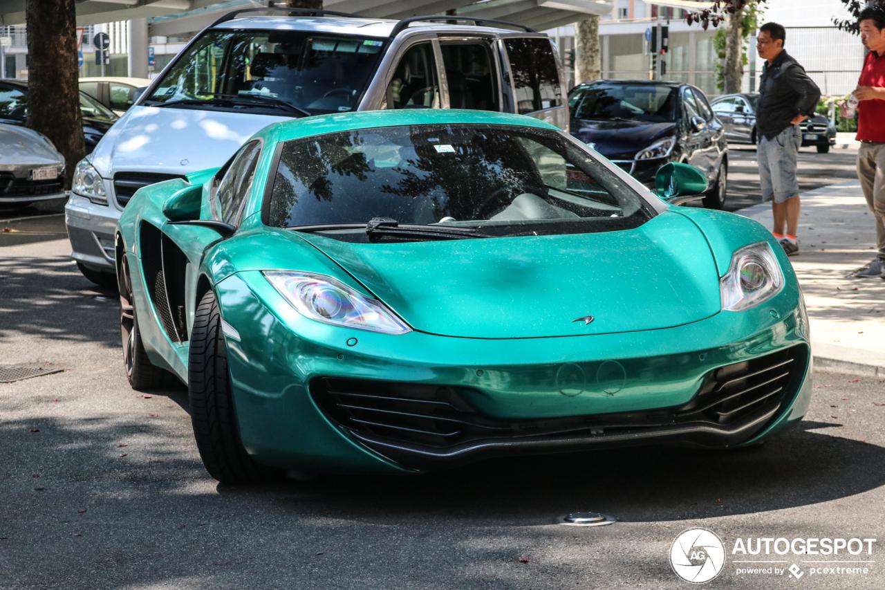 Bijzonder gekleurde McLaren 12C fleurt het straatbeeld op