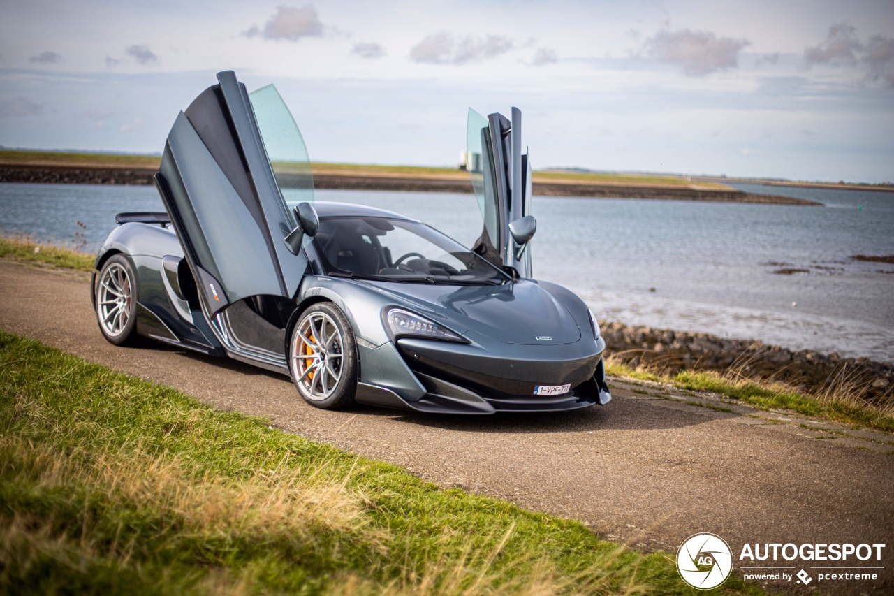 McLaren 600LT prachtig vastgelegd bij de zee