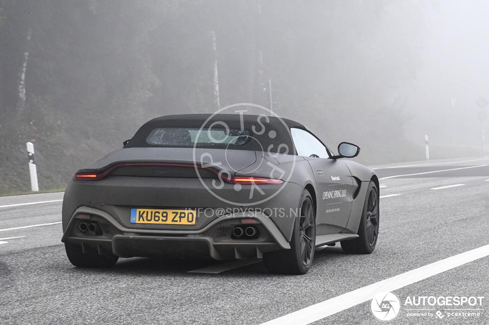 Aston Martin V8 Vantage Roadster laat zich op straat zien
