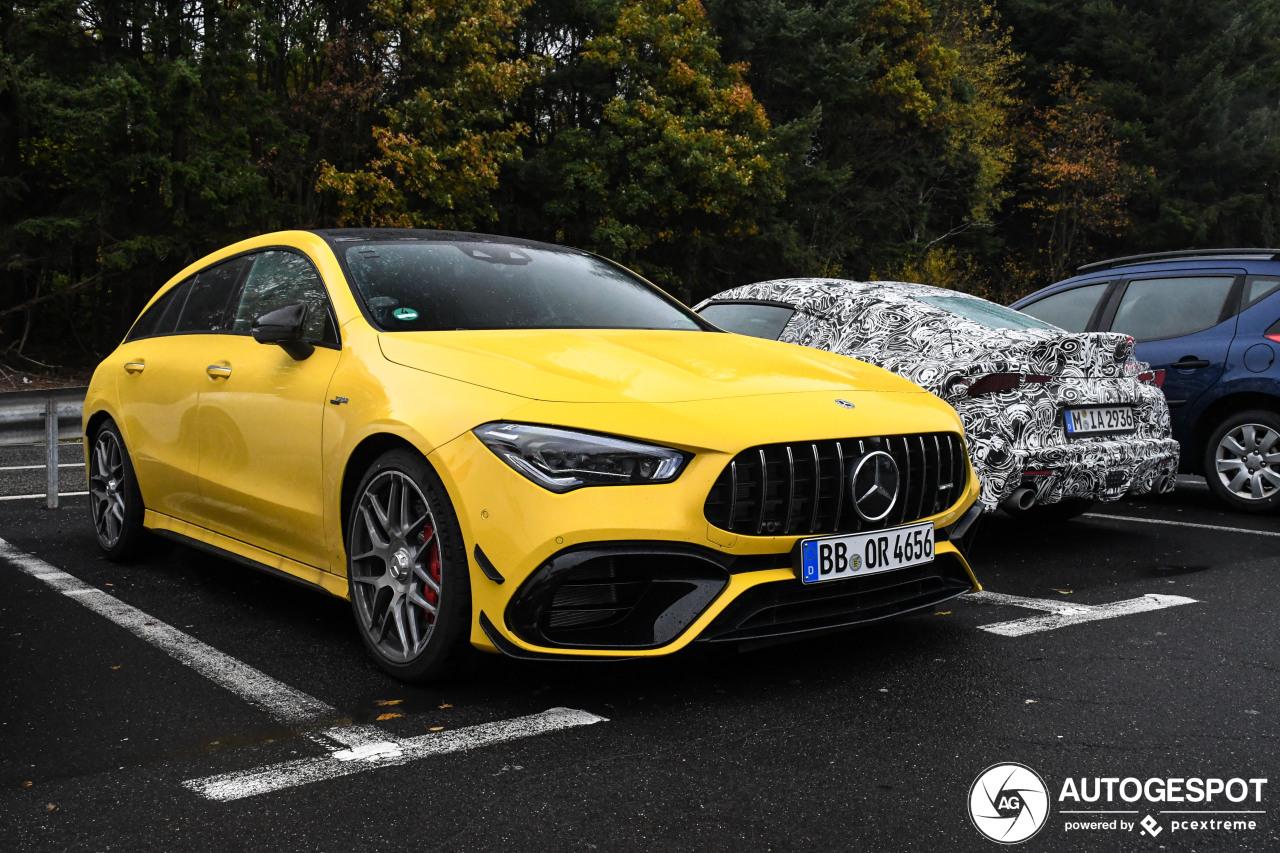 Primeur: Mercedes-AMG CLA 45 S Shooting Brake in druilerig weer