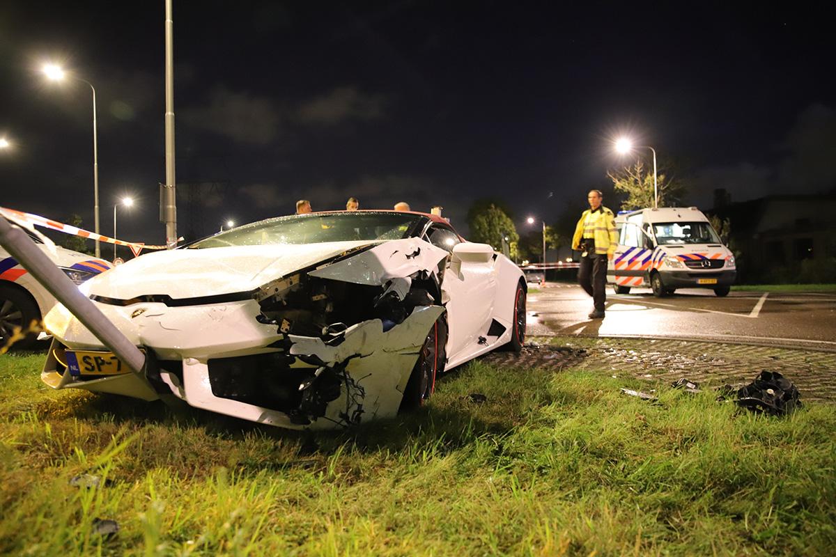 Lamborghini Huracán Spyder uit trouwstoet betrokken bij ongeluk