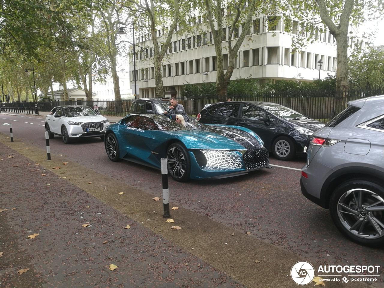 Supercarblondie stuurt Concept car van DS Automobiles door Londen