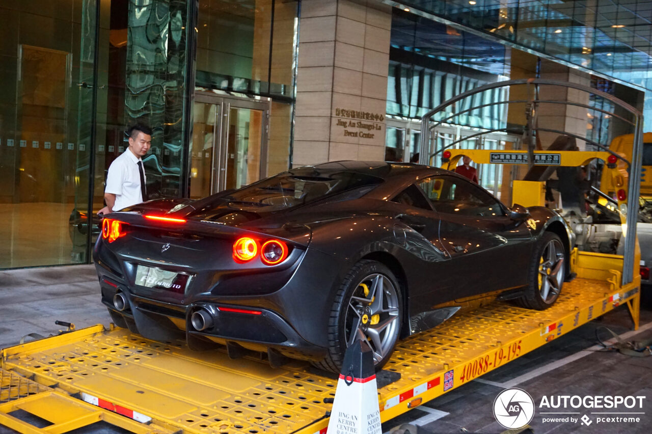 Ferrari F8 Tributo duikt op in Shanghai
