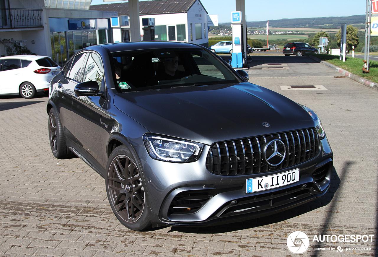 Mercedes-AMG GLC 63 Coupé laat gewillig zijn nieuwe snoet zien