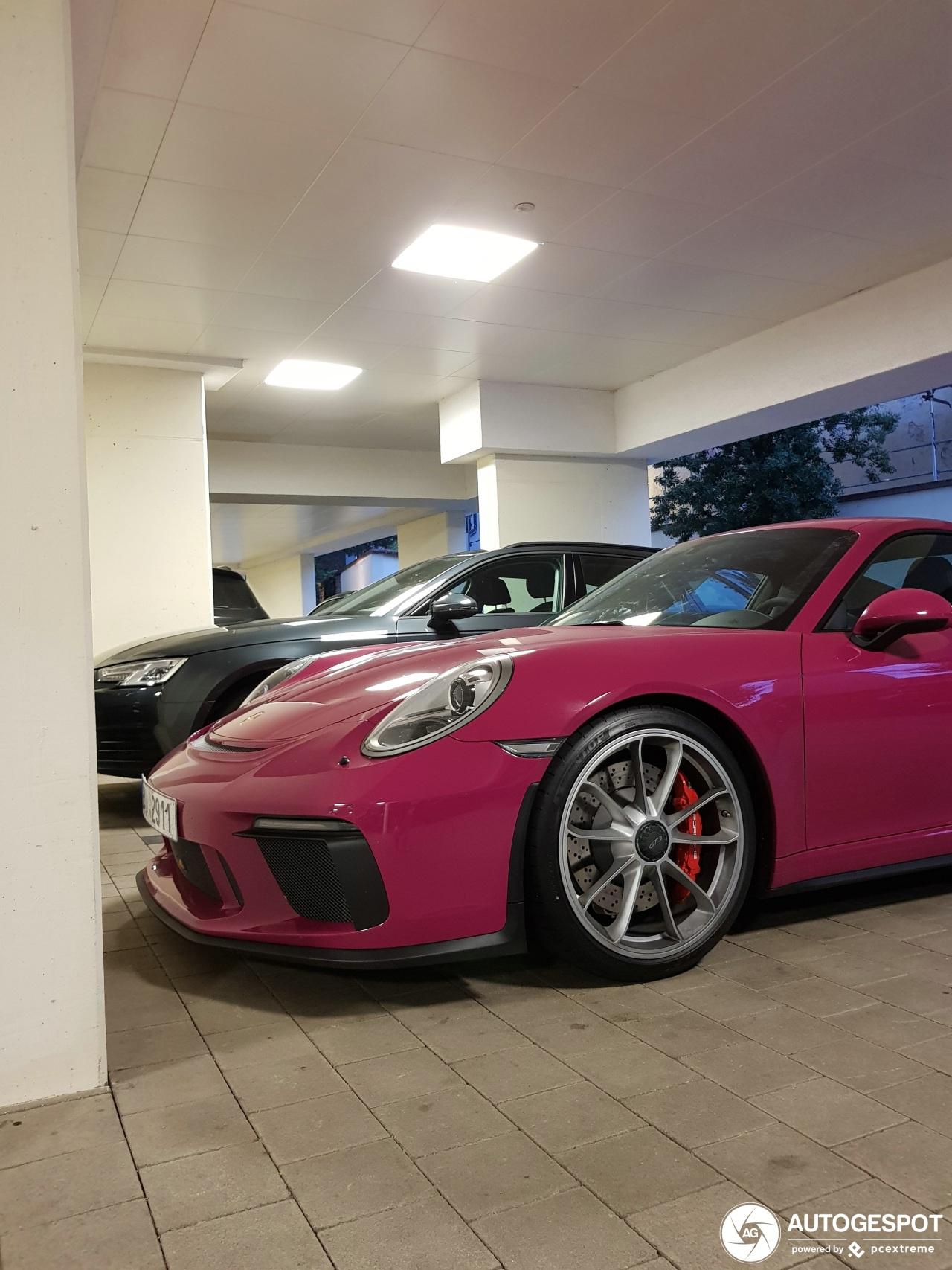 Past de Porsche 991 GT3 een rubystone-kleurig jasje?