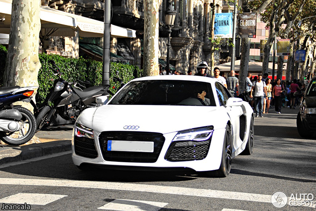 FC Barcelona player chooses for an Audi R8 V10!