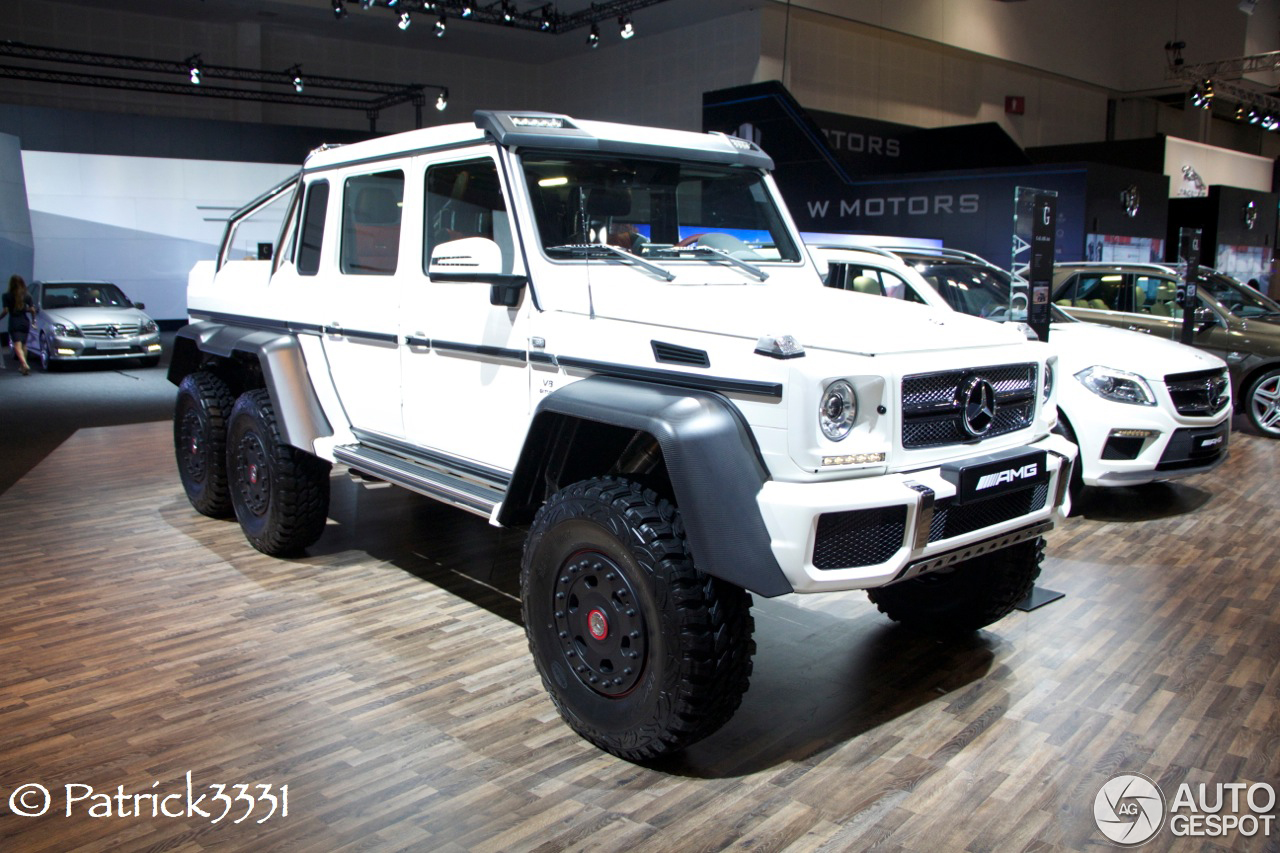 dubai motor show 2013 brabus 700 6x6 amg 6x6. Black Bedroom Furniture Sets. Home Design Ideas