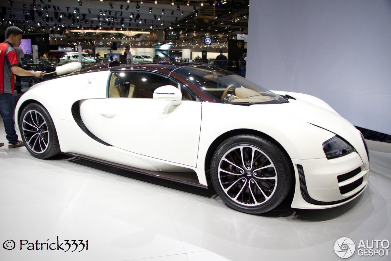 dubai motor show 2013 two bugatti 39 s veyron 16 4 grand sport vitesse. Black Bedroom Furniture Sets. Home Design Ideas