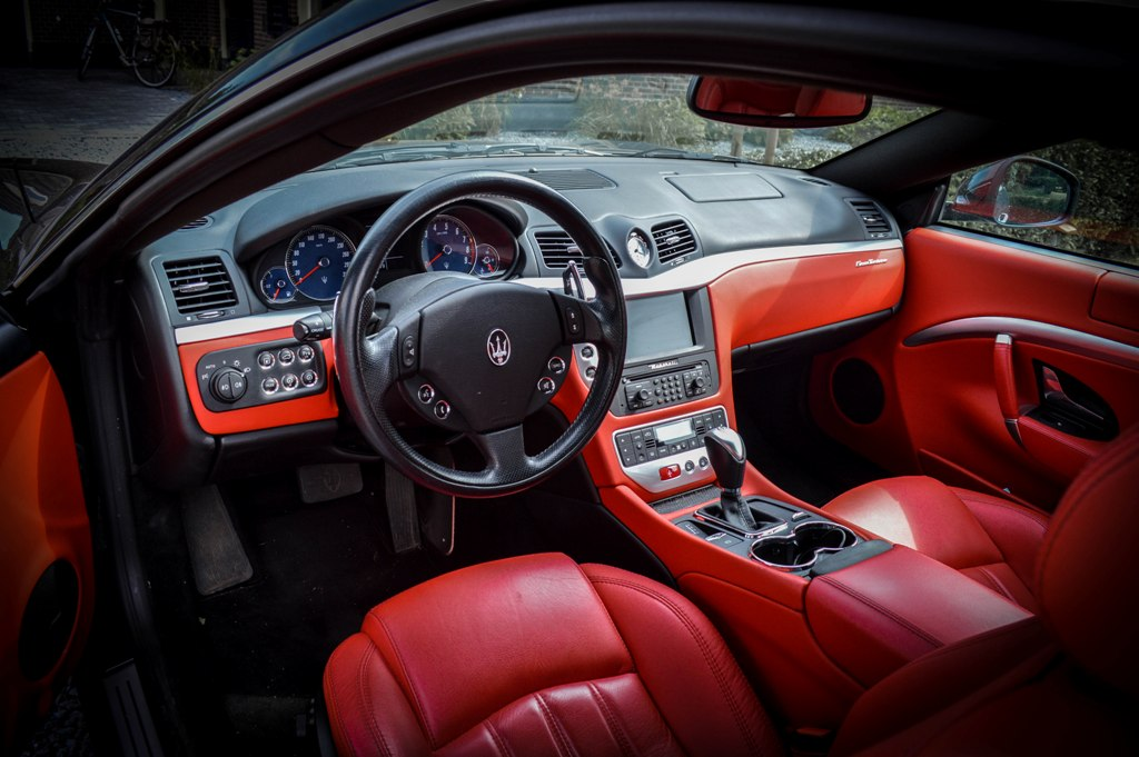 inoubliable au volant d 39 une maserati granturismo. Black Bedroom Furniture Sets. Home Design Ideas