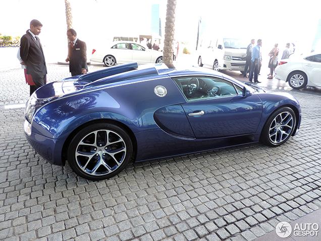 beautiful bugatti veyron 16 4 grand sport vitesse in dubai. Black Bedroom Furniture Sets. Home Design Ideas