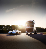 Movie: is the Volvo FH faster than the Koenigsegg One:1?